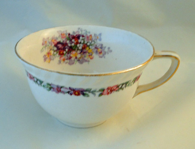 Johnson Bros Brothers Old English Queens Bouquet Tea Cups