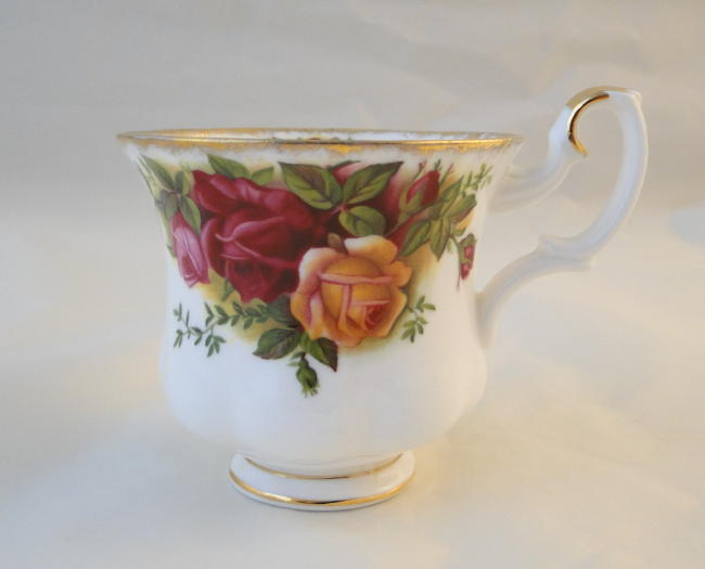 royal albert old country roses demi tasse coffee cups. Black Bedroom Furniture Sets. Home Design Ideas